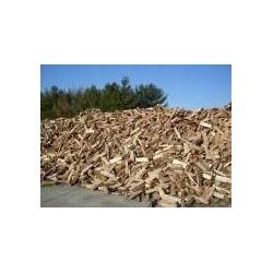 Štípané dřevo sypané volné
